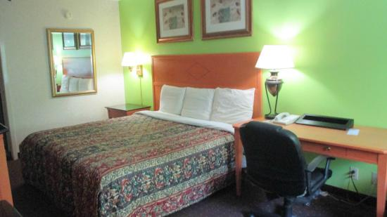 Brooklawn, NJ: Guest Room