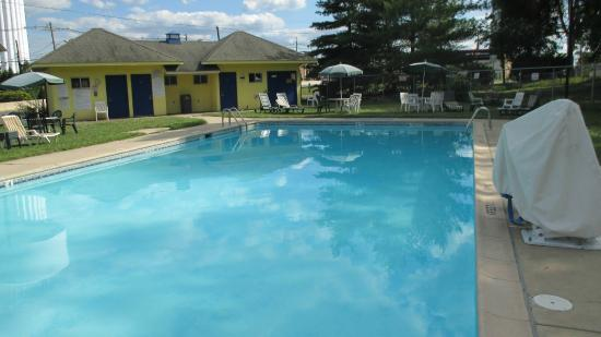 Brooklawn, NJ: Pool