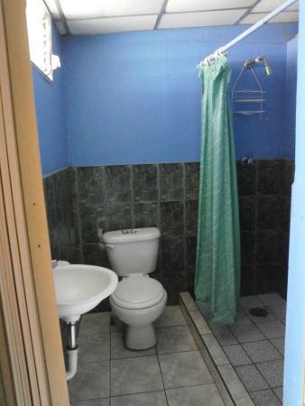 Nicaragua Guest House: Baño privado.