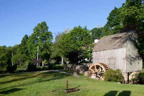 The 1750 Inn at Sandwich Center: Grist Mill and pond across the street