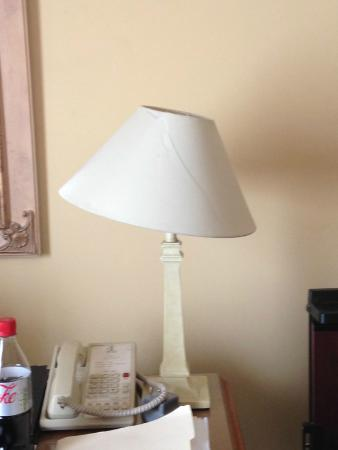 Grafton Capital Hotel: Lampshades were crooked when we entered. Cracked as well