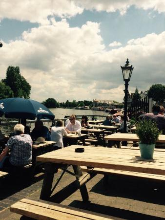 The Angel on The Bridge: Lunch in the sun
