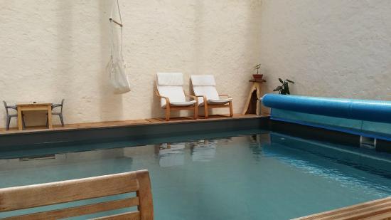 Le Relais De Libreval: détente, lecture au bord de la piscine