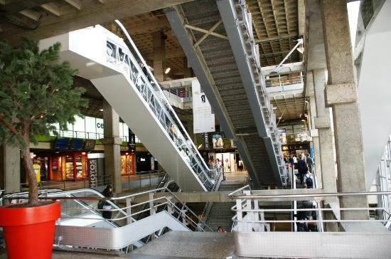 Gare montparnasse tgv photo de montparnasse paris for Plan interieur gare montparnasse