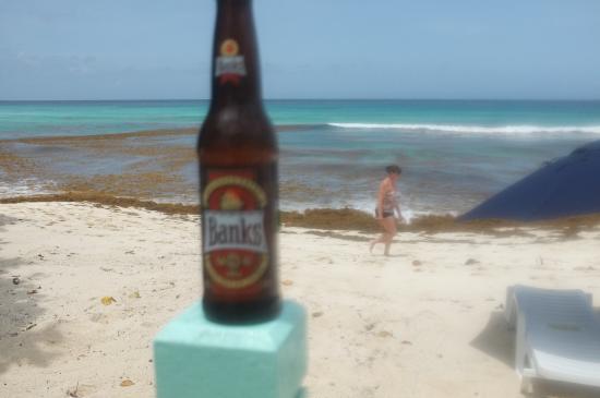 Carib Beach Bar : Cerveja local