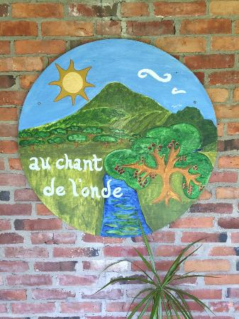Gite Au Chant de l'Onde Auberge B&B: Charming Sign