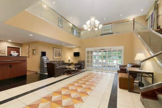 Hawthorn Suites by Wyndham College Station: Lobby