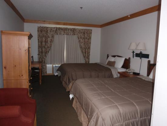 Flat Creek Inn & Suites: Standard Room, Two Queen Beds