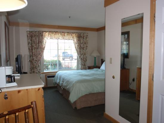 Flat Creek Inn & Suites: King Room