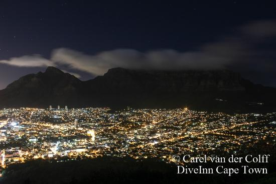 Plumstead, Afrique du Sud: Capetown and Table Mountain by night