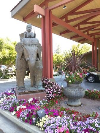 Dinah Garden Hotel Eine Oase der Ruhe mitten in Palo Alto