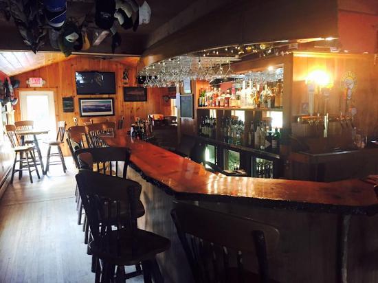 Black Mountain Lodge: Our Pub