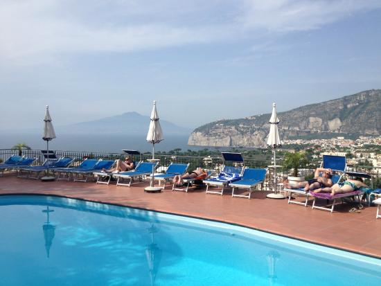 Hotel Cristina : Amazing views from the top floor pool.