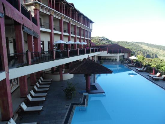 Vistas y piscina picture of amaya hills kandy for Piscinas amaya