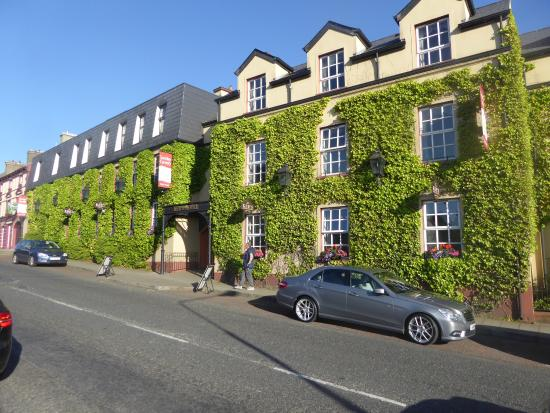 Lifford, Irlande : Front of Hotel.