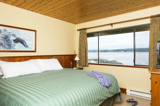 April Point Resort: ocean view room