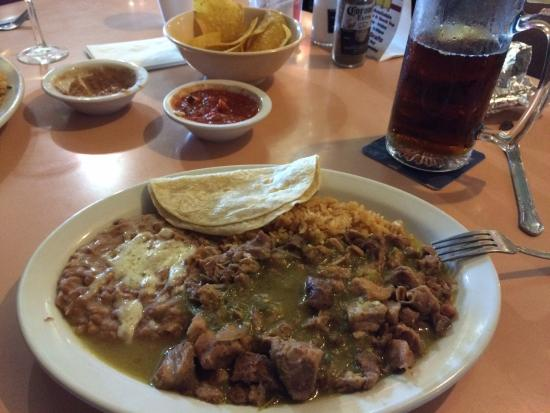Mohave Valley, อาริโซน่า: Chips, chili verde and street tacos