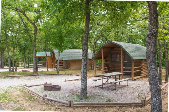 Oklahoma City East KOA: Camping Cabins