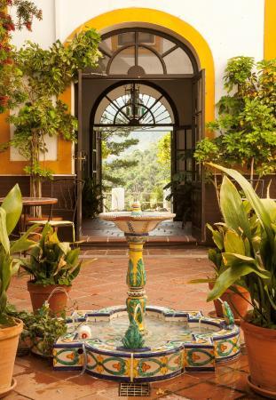 Hotel Cerro de Hijar: Fuente Patio