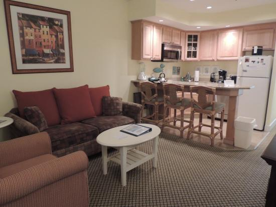 The Villas of Hatteras Landing: Living room, kitchen