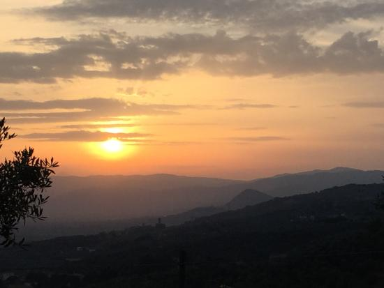 Agriturismo il Lampaggio: Beautiful sunset from restaurant