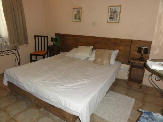 Green Grove Guest House: Lit King Size