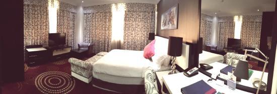 Swiss Hotel Corniche : Bedroom