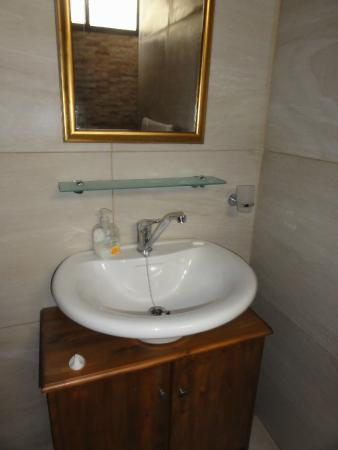 Green Grove Guest House: Lavabo