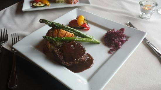 Gilmour, Canada: Good food at the Hastings Resort Steak House