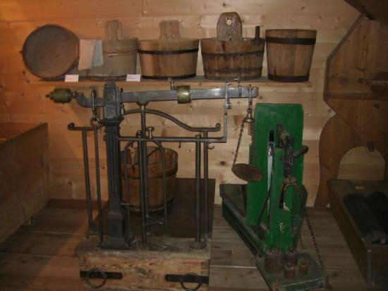 South Tyrolean Folklore Museum: Attrezzi agricoli