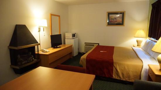 Econo Lodge Prineville : King Suite