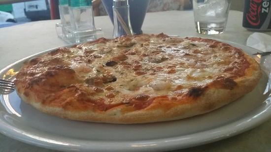 cavallino rosso la migliore pizza e cucina italiana di arenal grazie a mamma carmela esco