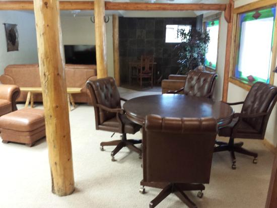 Drake, CO: Our main lobby area where guests are free to use our conference table and TV