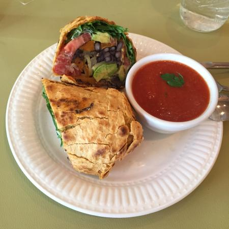 Cafe Samana: Tasty and huge! Vegeterian - starter, burrito and sandwich.