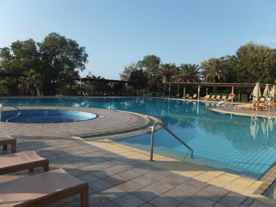 La plage picture of apollonia beach resort spa for Piscine quievrechain
