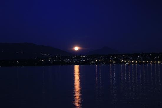 Lacustre vue de nuit