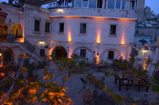 Caravanserai Cave Hotel: Otel genel görünümü