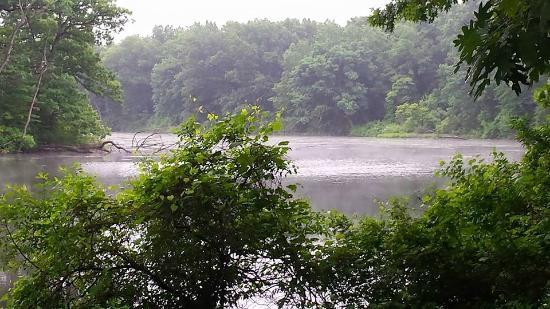 Gray Goose Inn: the lake