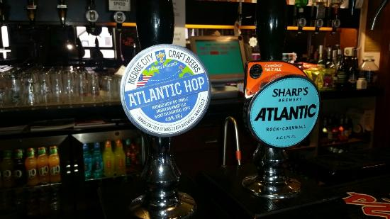 Allonby, UK: Jacks surf n sports bar   situated over the road from the beach