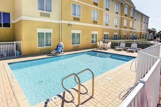 Comfort Suites Oceanview Amelia Island: Outdoor Pool
