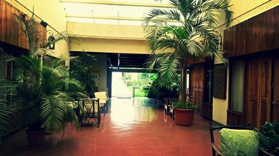Boyeros Hotel & Conference Center: Entrada del hotel