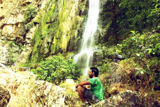 Jezzine, Libanon: Me Next to the Waterfall