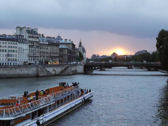 Le85 Paris: Couldn't ask for a better sunset