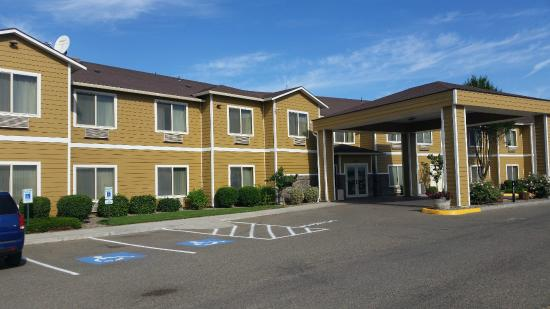 Best Western Plus Grapevine Inn: Front of the hotel