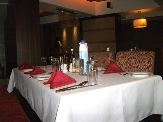 Arthurs Theme Juhu: tables