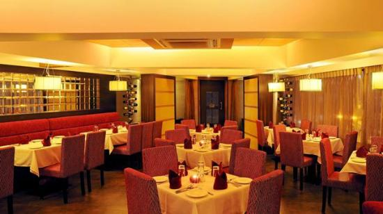 Arthurs Theme Juhu: interior and ambience
