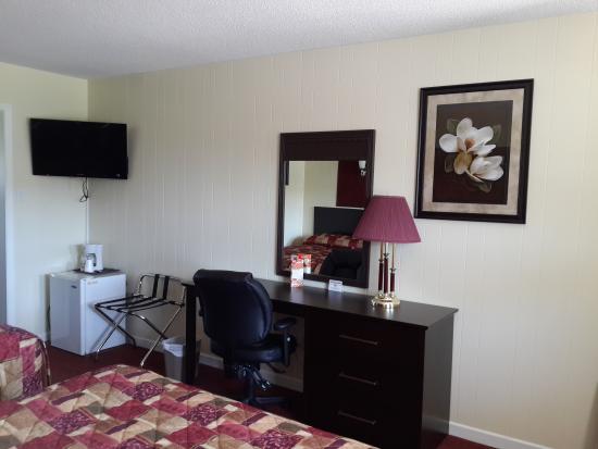 Fox Motor Inn: Room