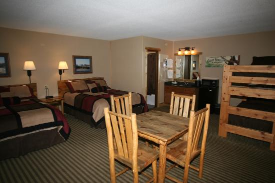 Hotel Estes : Family Room- 2 queen beds and a bunk bed