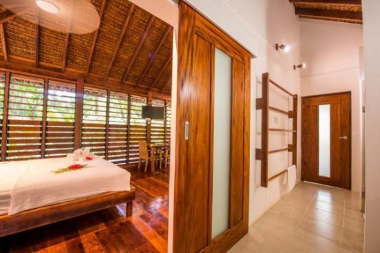 Barrier Beach House: Luxury Garden Fare Interior
