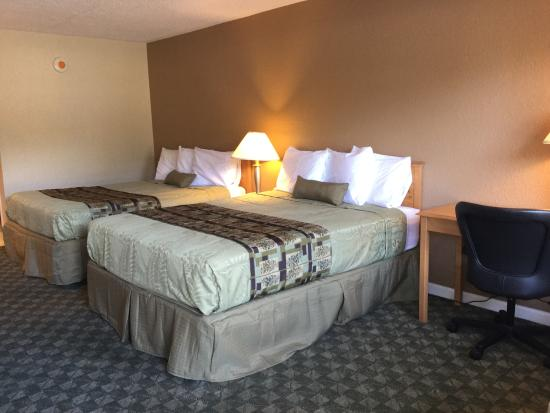 Americas Best Value Inn: 2 Queen Beds Guest Room